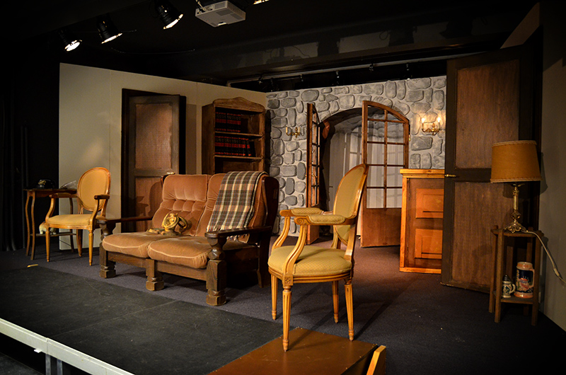 Décor pour la pièce de théâtre «Les Bâtards» au Collège du Sacré-Coeur de Ganshoren